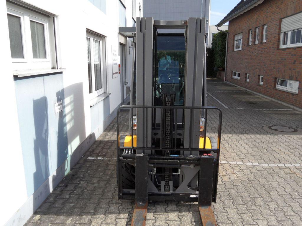 Jungheinrich-DFG 430 - Kabine - Triplex -Dieselstapler-www.wilms-wiegers.de