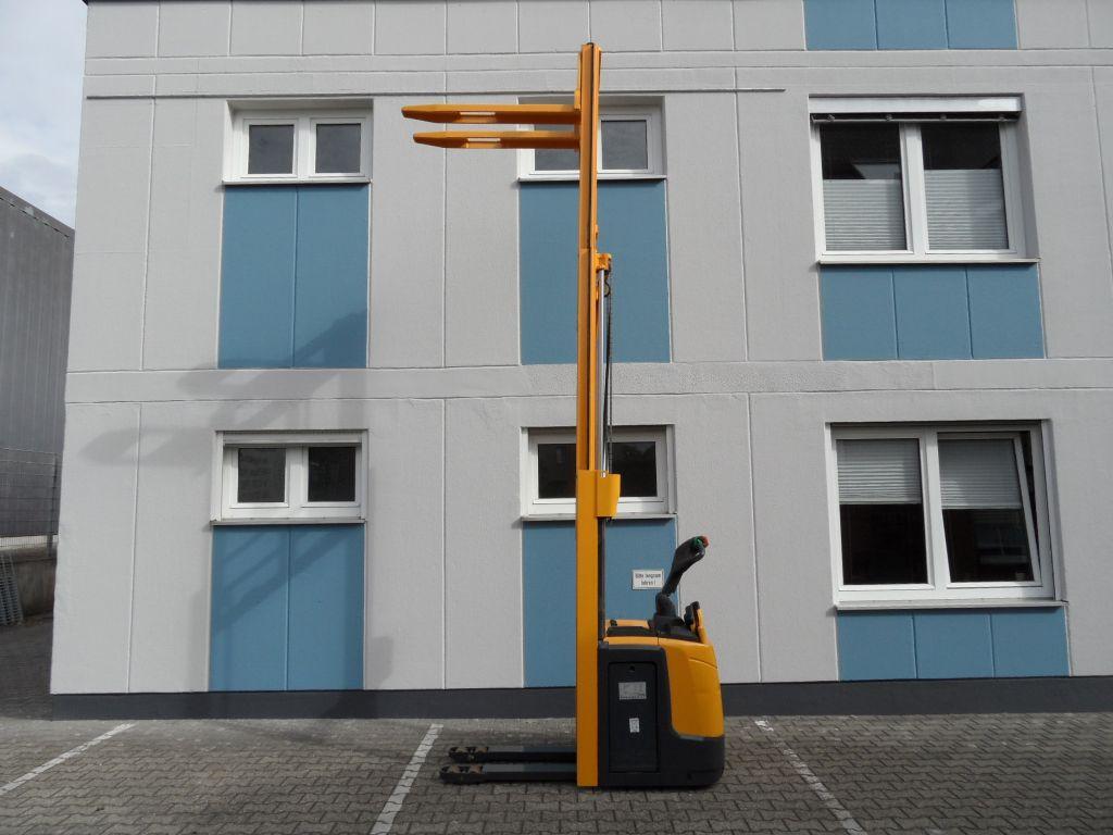Jungheinrich-ERC 216 - Triplex - klappbare Plattform-Deichselstapler-www.wilms-wiegers.de
