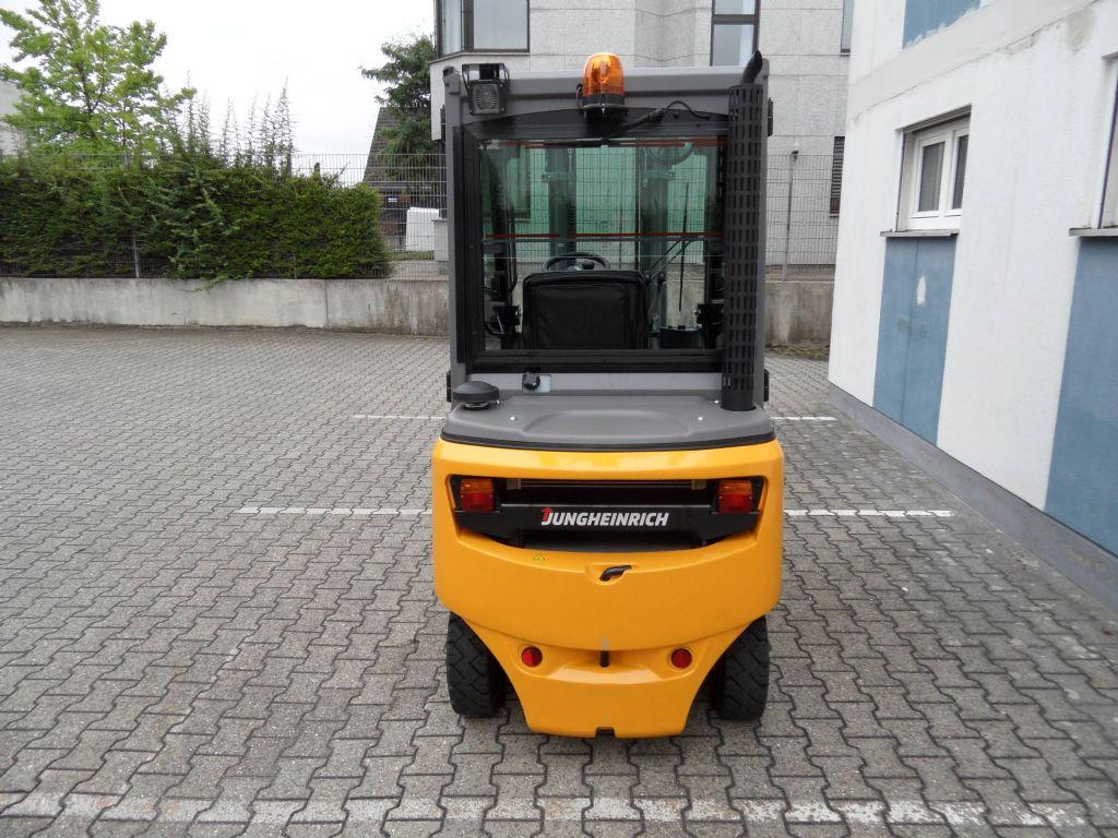 Jungheinrich-DFG 320 - Triplex - Kabine-Dieselstapler-www.wilms-wiegers.de