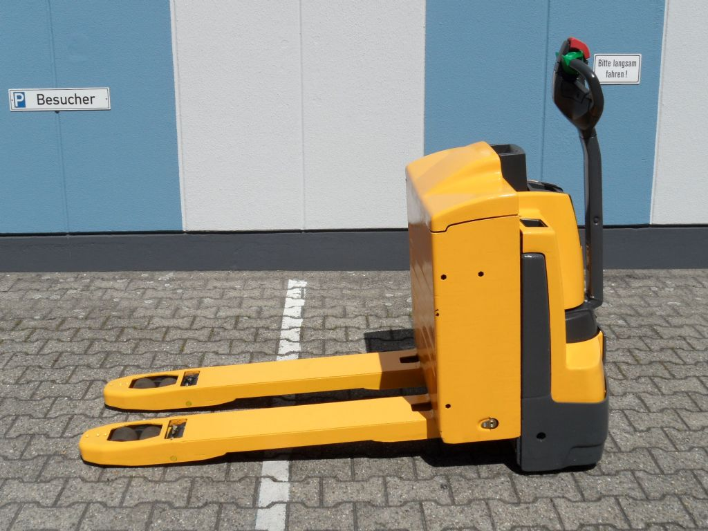 Jungheinrich-EJE 220r - neue Batterie - Rampenhub-Niederhubwagen-www.wilms-wiegers.de