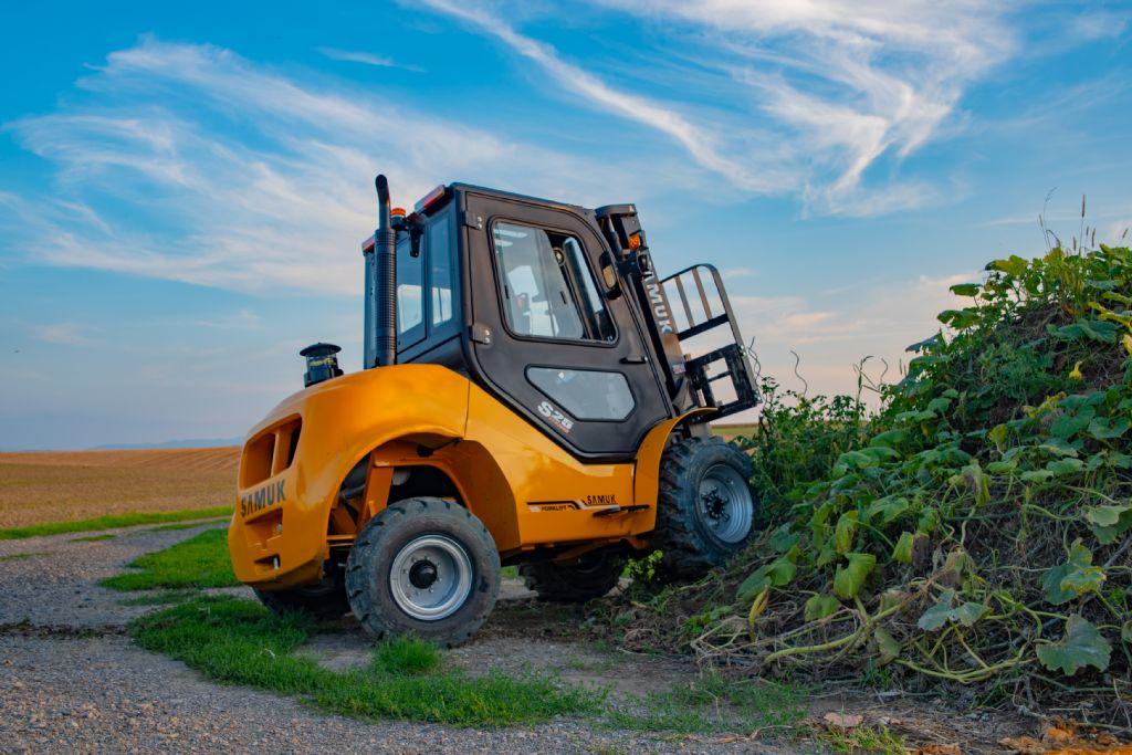 Samuk FD25T-C2WE3 Geländestapler Dieselstapler www.wst-stapler.at