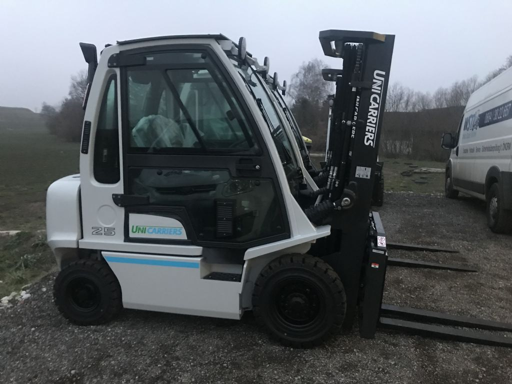 UniCarriers DX32 Dieselstapler www.wst-stapler.at