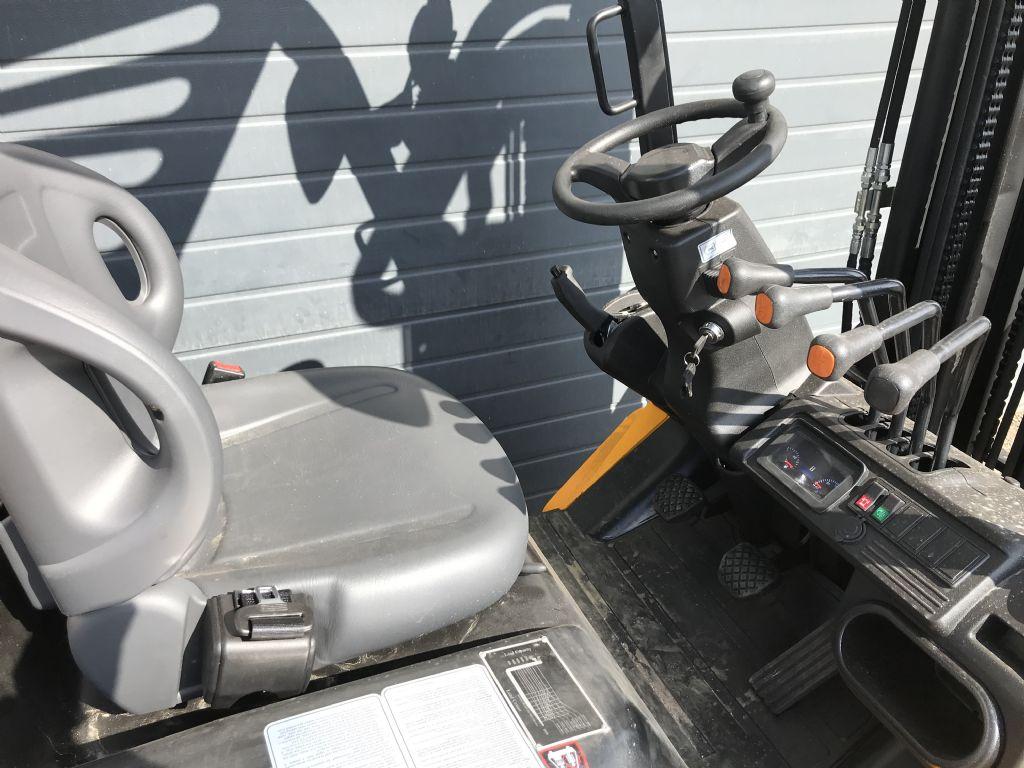 Samuk FD25T-SWV3 Dieselstapler Neugerät S4S Mitsubishi Motor Dieselstapler www.wst-stapler.at