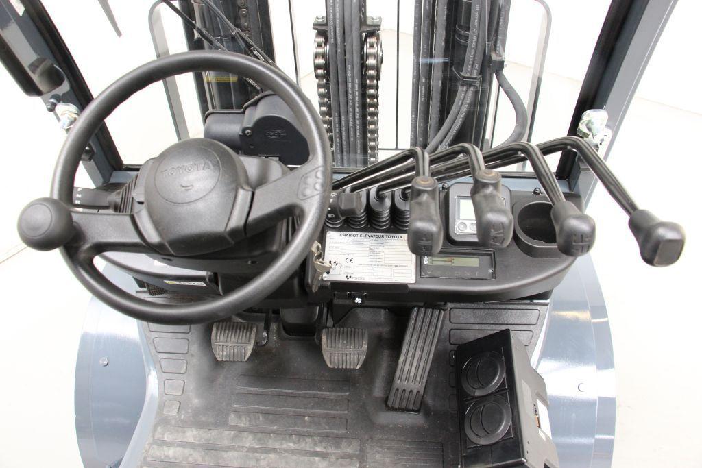 Toyota 02-8FDF30 Dieselstapler www.wst-stapler.at
