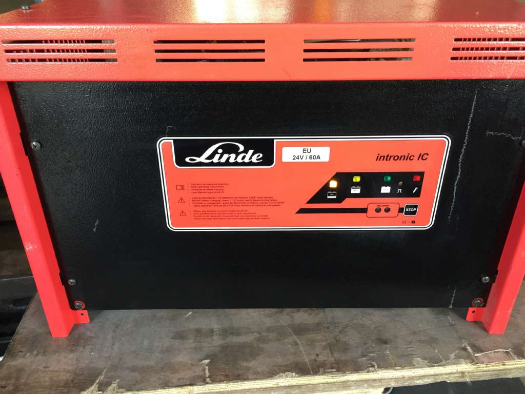 Intronic Intronic IC 24V60A  Charger www.wtrading.nl