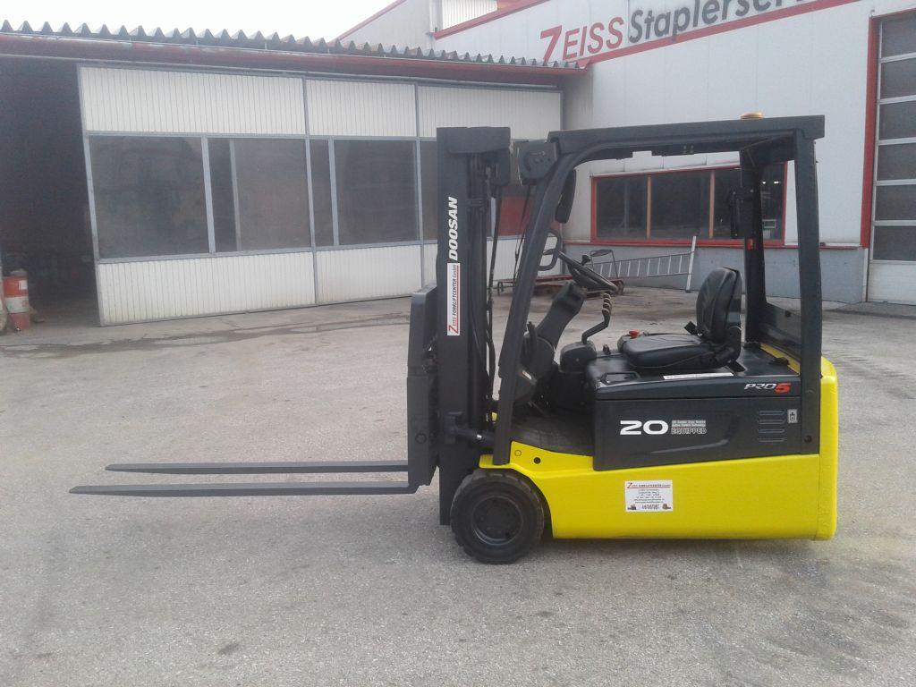 Doosan-ATL72 Doosan B20T-5-Elektro 3 Rad-Stapler www.zeiss-forkliftcenter.at