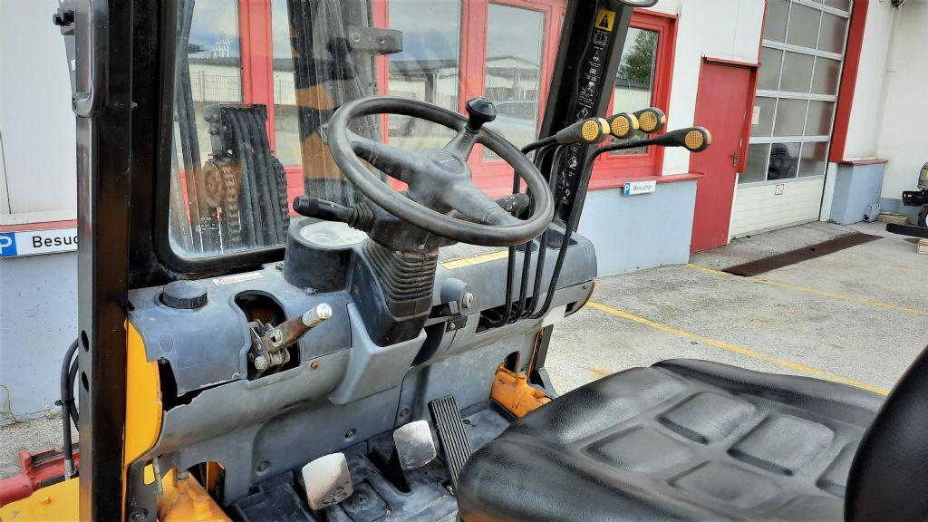 Hyundai-HDF-30-Dieselstapler www.zeiss-forkliftcenter.at