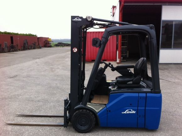 Linde-E16C-01-Elektro 3 Rad-Stapler www.zeiss-forkliftcenter.at