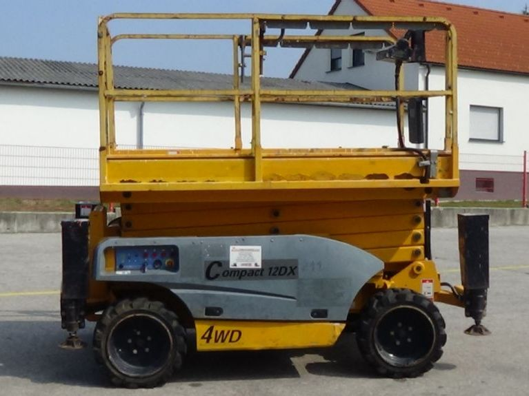 Haulotte-Compact 12DX-Scherenarbeitsbühne www.zeiss-forkliftcenter.at