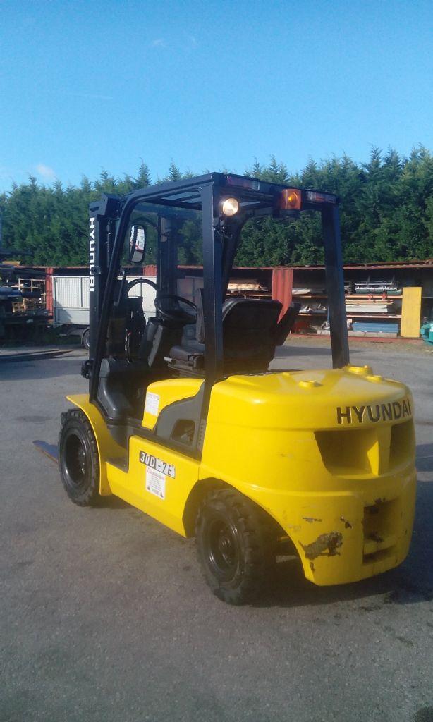 Hyundai-30D-7E-Dieselstapler www.zeiss-forkliftcenter.at