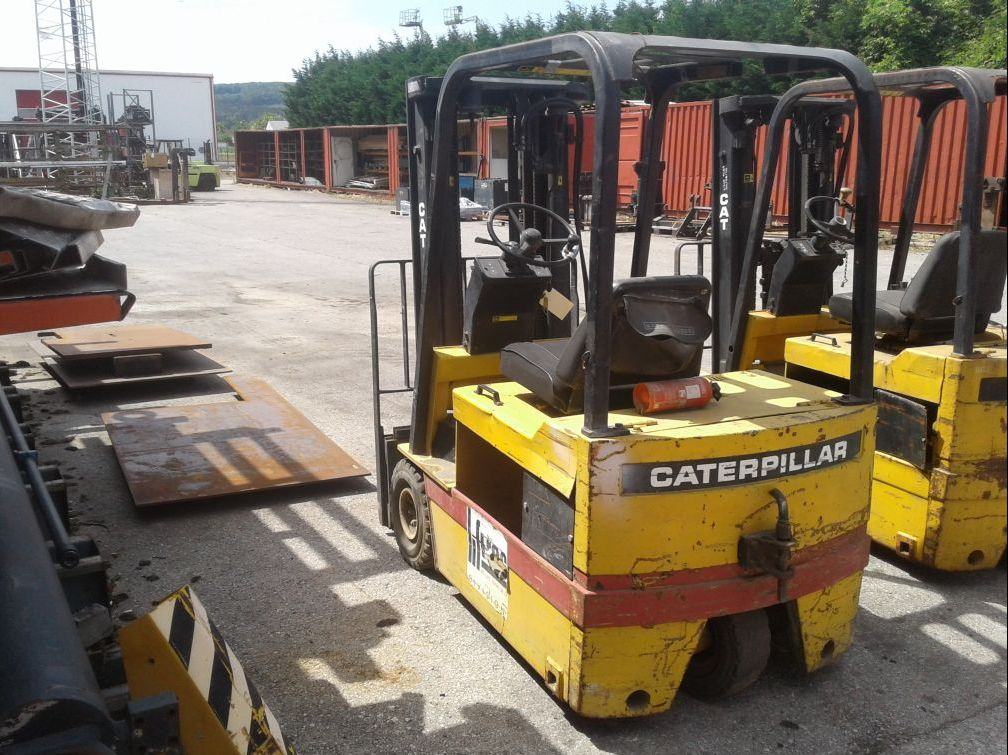 Caterpillar-F30-E-Elektro 3 Rad-Stapler www.zeiss-forkliftcenter.at