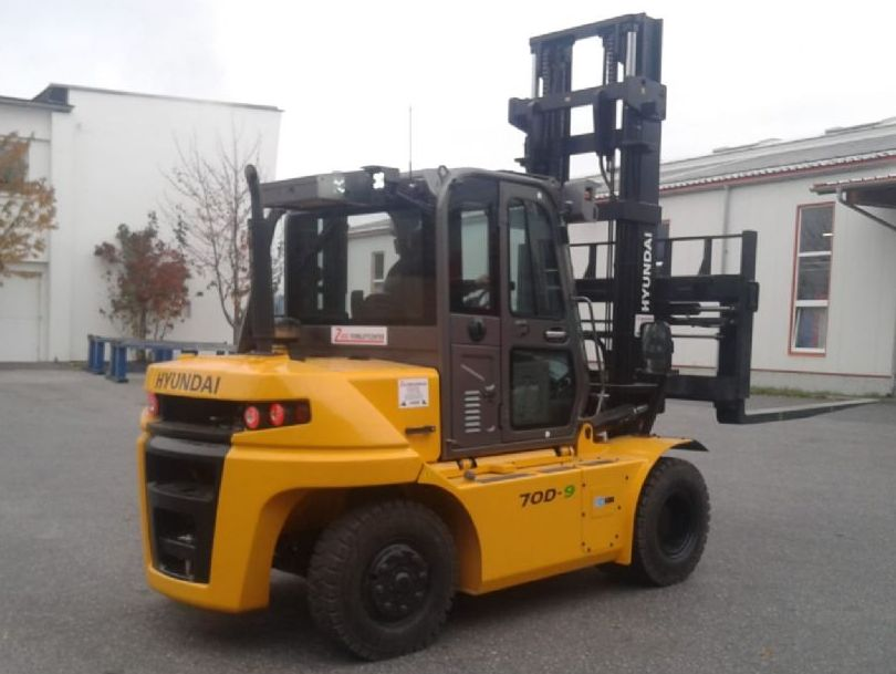 Hyundai-70D-9E-Dieselstapler www.zeiss-forkliftcenter.at