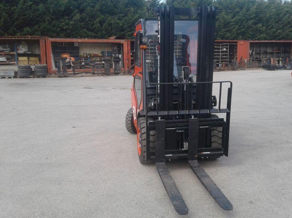 EP-CPCD30T8-Dieselstapler www.zeiss-forkliftcenter.at